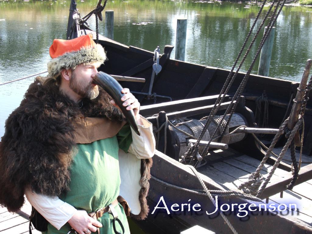 Aerie Jorgenson schnuppert Seeluft